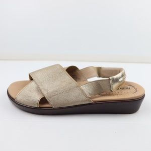 Hush Puppies size 9 Gypsy deep comfort gold NWOT